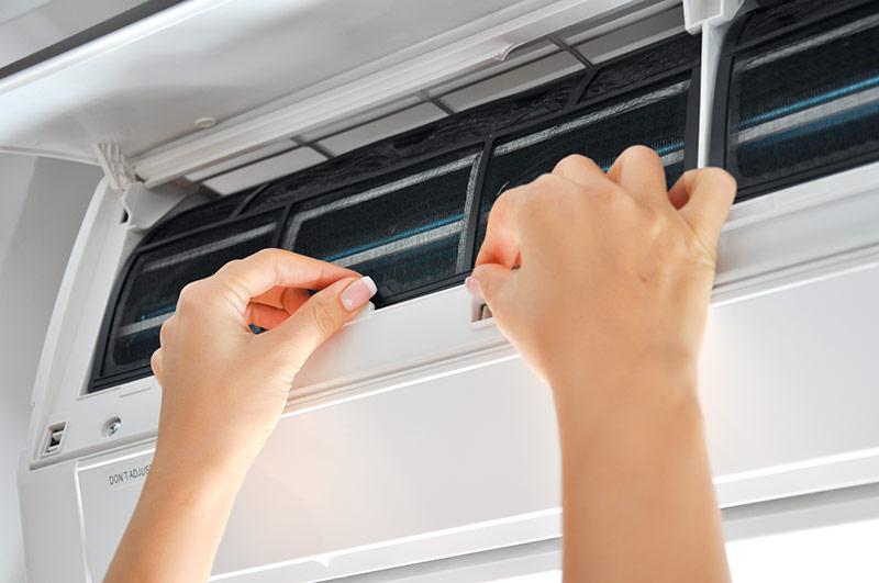 Có nên sử dụng dung dịch vệ sinh máy lạnh không?