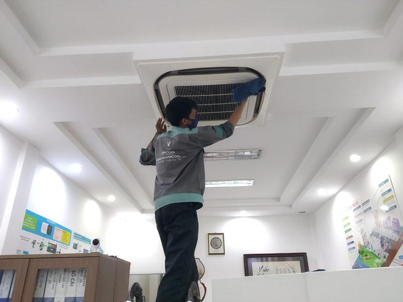 Di dời máy lạnh quận 4 an toàn với tất cả dòng máy