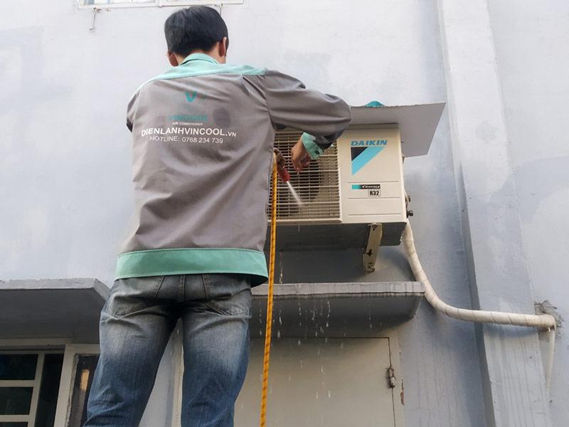Dịch vụ vệ sinh máy lạnh hóc môn giá rẻ, chuyên nghiệp