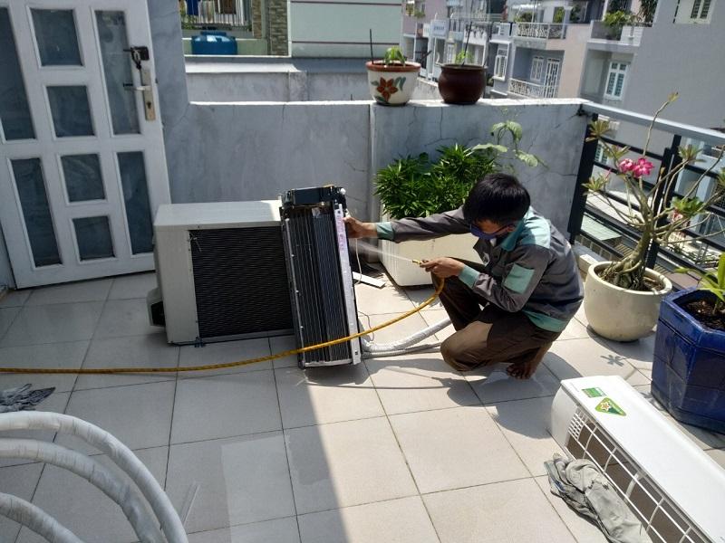 Làm sao tiết kiệm điện máy lạnh mùa mưa?
