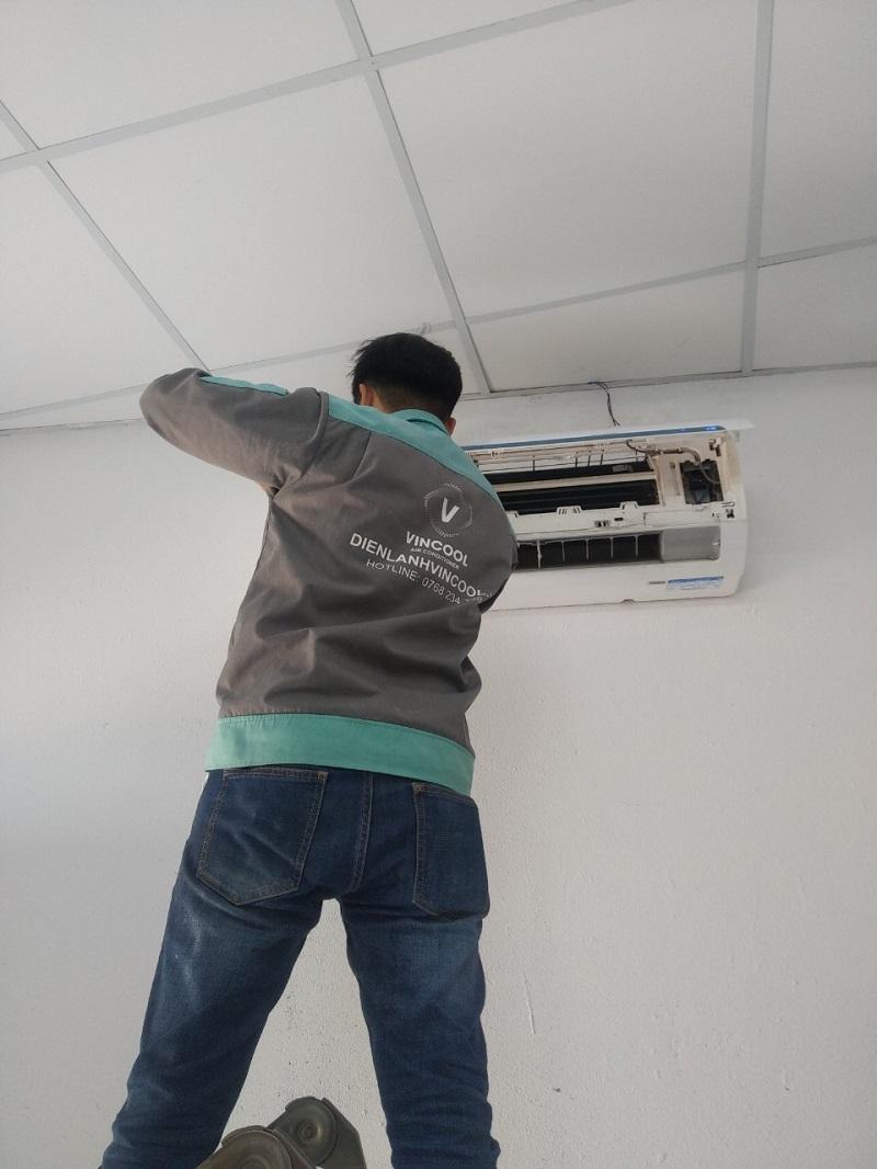 Làm thế nào vệ sinh lưới lọc bụi máy lạnh?