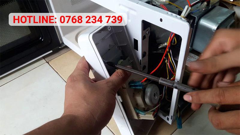 Sửa máy nước nóng Hóc Môn uy tín tại nhà, giá cạnh tranh