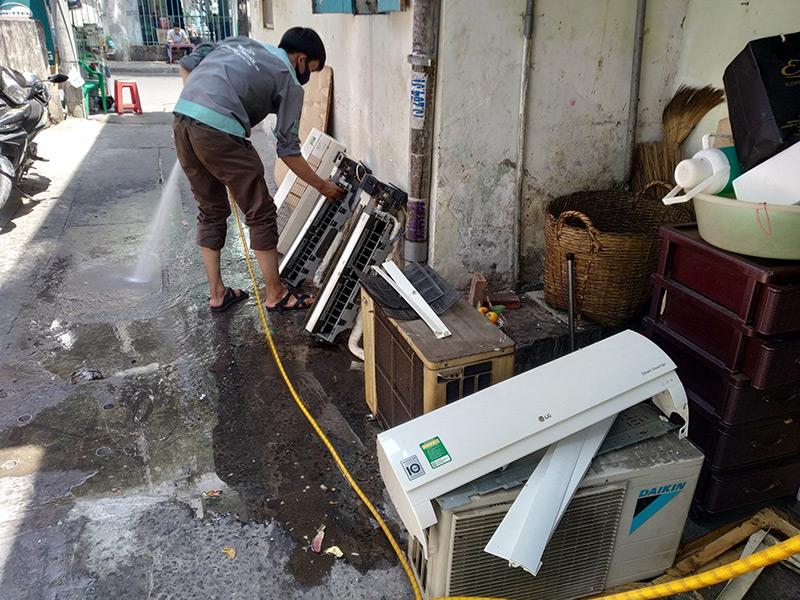 Vệ sinh máy lạnh chuyên nghiệp tại nhà chỉ có tại điện lạnh Vincool
