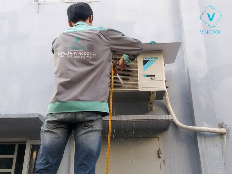 Vì sao nên sử dụng dịch vụ sửa máy lạnh tại nhà của Điện Lạnh Vincool