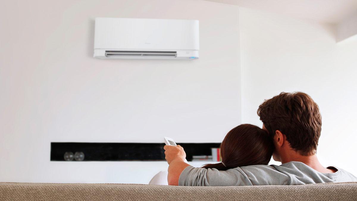 Khi bật điều hòa, chúng ta luôn phải đóng kín tất cả các cửa để tránh làm thất thoát khí lạnh, gây tốn điện.