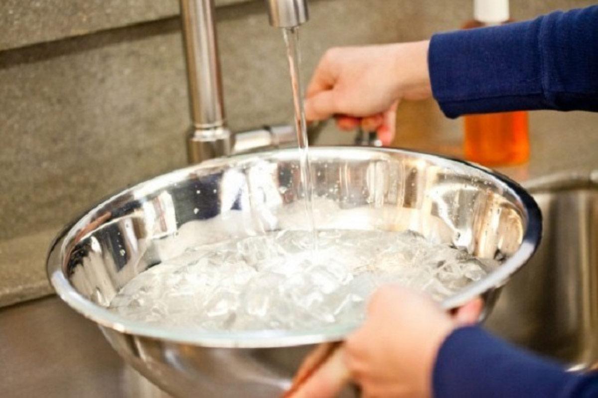 Đặt chậu nước trong phòng điều hòa