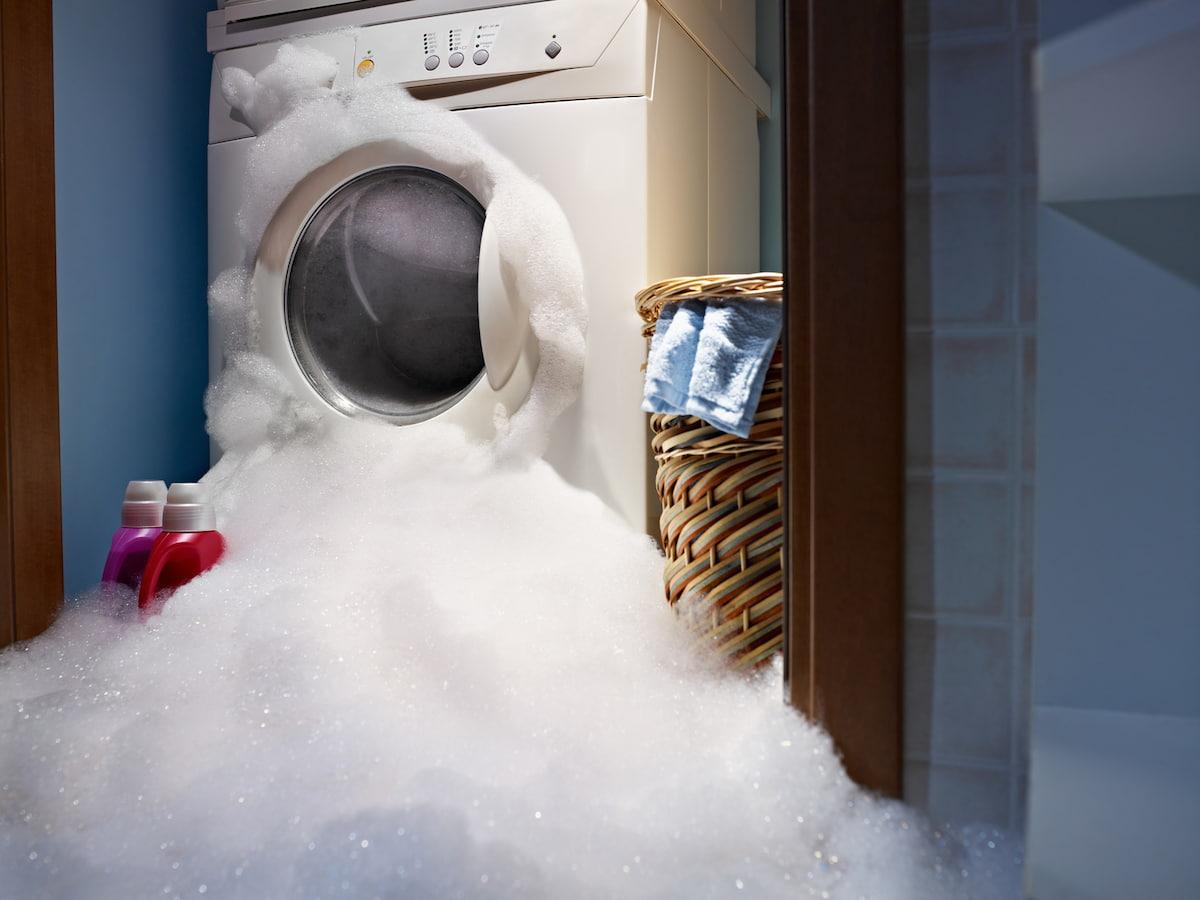 Van cao su bị hở là một trong những nguyên nhân khiến máy giặt xả nước không ngừng