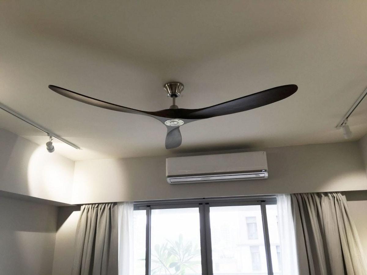 Kết hợp quạt trần với điều hòa để nhanh chóng lưu thông không khí trong phòng
